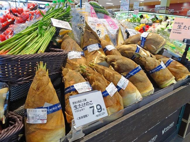 ヤオコー小平回田店(現地より約160m)青果売り場(※生たけのこは100gあたりの値段です)