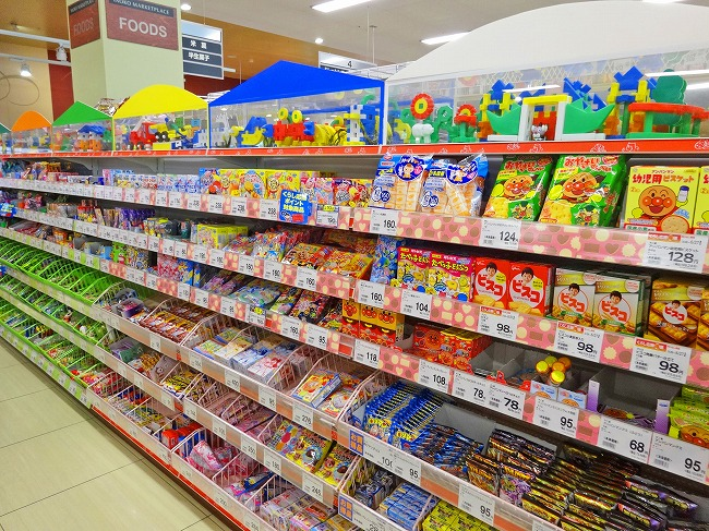ヤオコー小平回田店(現地より約160m)お菓子売り場