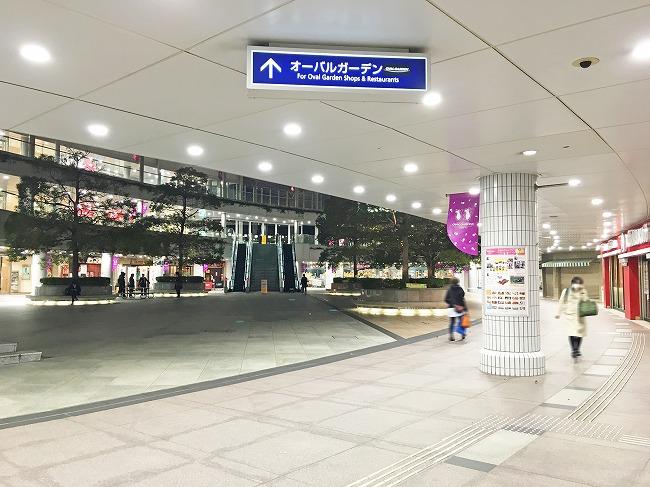 「品川シーサイド」駅から「オーバルガーデン」への通路