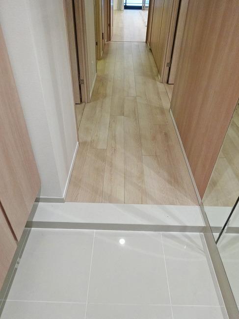 「グランスイート横濱 翠の丘」モデルルーム(玄関・廊下)