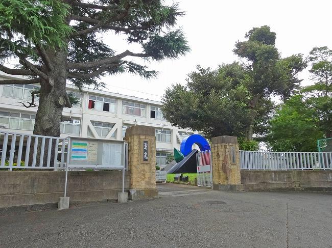 「横浜翠嵐高等学校」(現地より約30m)